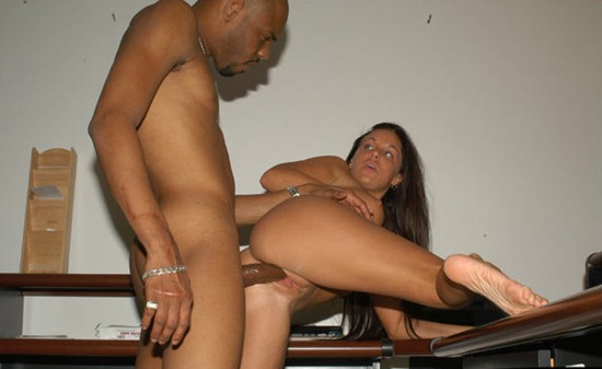 slutty-wife-fucks-with-muscled-black